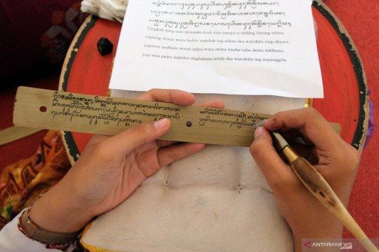 Festival menulis aksara Bali