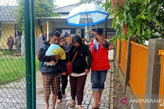 BPBD Kota Tangerang evakuasi warga terdampak banjir di Periuk