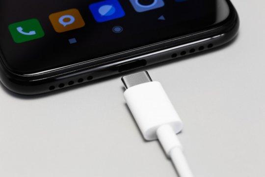 "Eropa akan wajibkan ""charger"" ponsel USB-C"