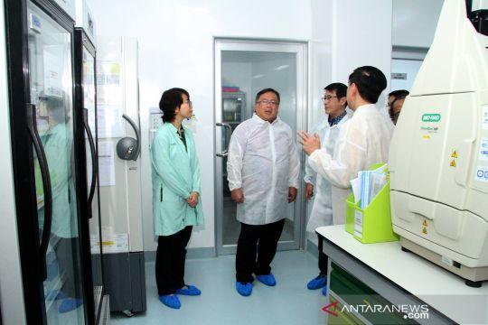 Kunjungan Menristek di pabrik Bioteknologi