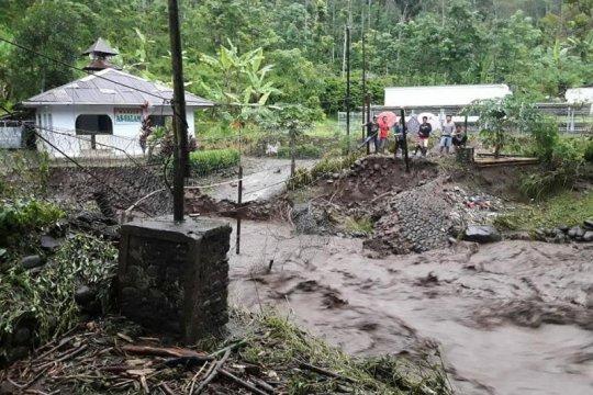 Kemensos salurkan bantuan bagi korban banjir bandang di Jember