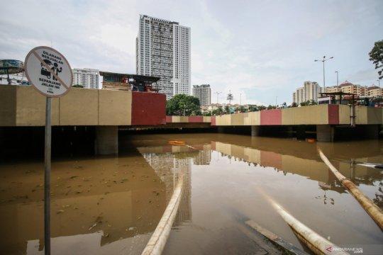 Pemompaan air di Underpass Kemayoran belum selesai