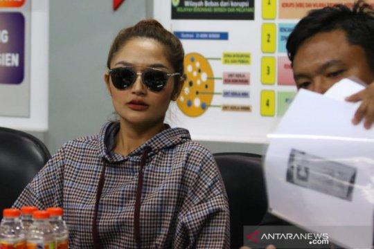 "Pedangdut Siti Badriah penuhi panggilan Polda Jatim terkait ""MeMiles"""