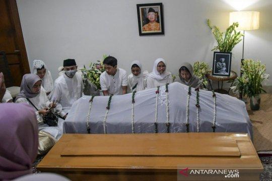 Hidayat Nur Wahid: Bibir jenazah Gus Sholah menyunggingkan senyum