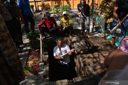Jenazah Gus Sholah akan dimakamkan di barat makam Gus Dur