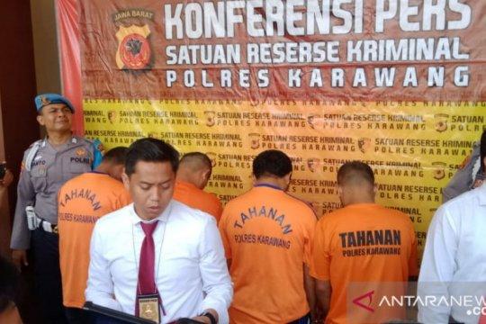 Polres Karawang ringkus komplotan pencuri modus pecah kaca mobil