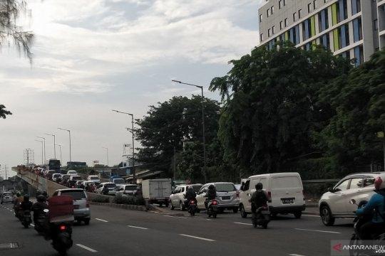 Pemotor masih lewati Jalan Layang Pesing meski ada E-TLE
