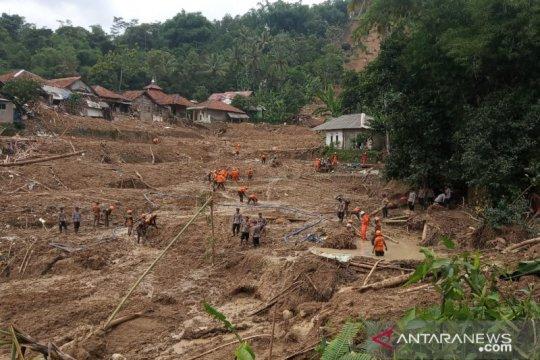 Bupati-Presiden akan tanam akar wangi di lokasi  bencana Sukajaya