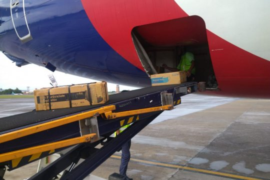 Sriwijaya Air kirim 15.000 masker dan baju pelindung ke China