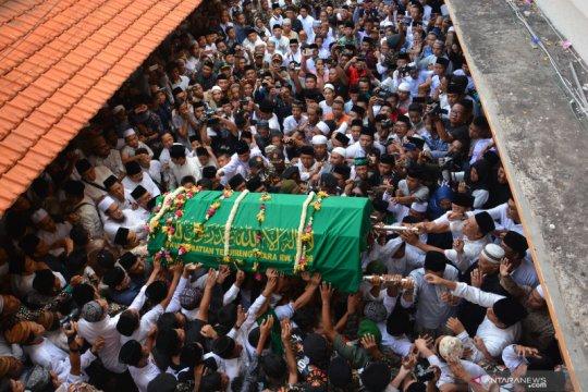 Pemakaman pengasuh Pesantren Tebuireng Gus Sholah
