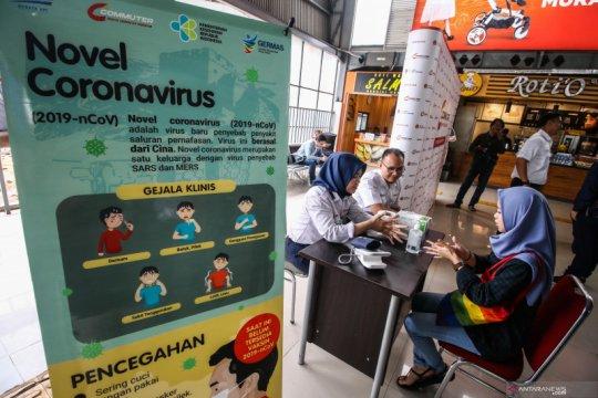 Sosialisasi virus corona di Stasiun Tanah Abang