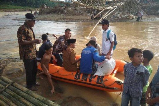 Warga korban bencana di Lebak butuh jembatan gantung