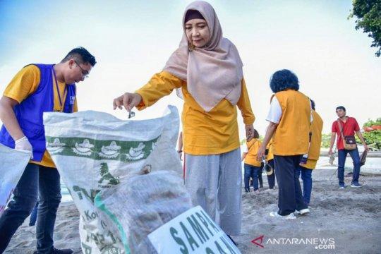 Pantai Senggigi dibersihkan bersama Wagub NTB dan pendeta se-Indonesia