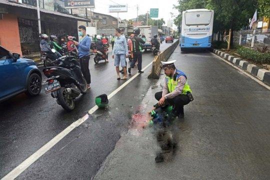 Pengemudi ojek online tewas di jalur TransJakarta Kebon Jeruk