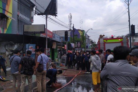 Toko bangunan di Medan terbakar,  18 armada kebakaran dikerahkan
