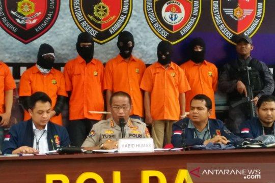 Delapan tersangka dibekuk dalam kasus bobol rekening Ilham Bintang