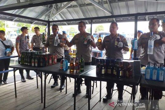 Polda Babel gagalkan penyelundupan 12.000 botol minuman beralkohol