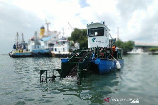 Pelindo IV Makassar perkenalkan kapal angkut sampah laut
