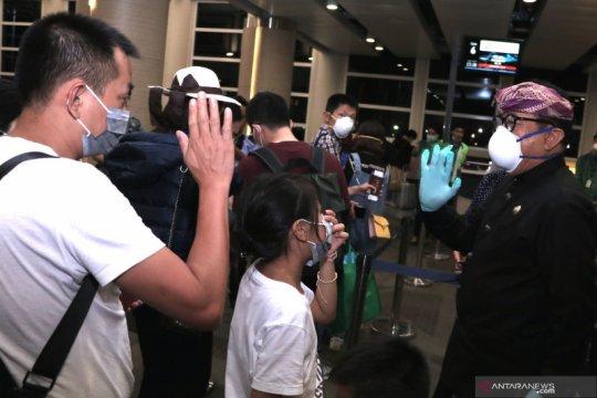 Wagub Bali lepas 127 penumpang penerbangan terakhir menuju China