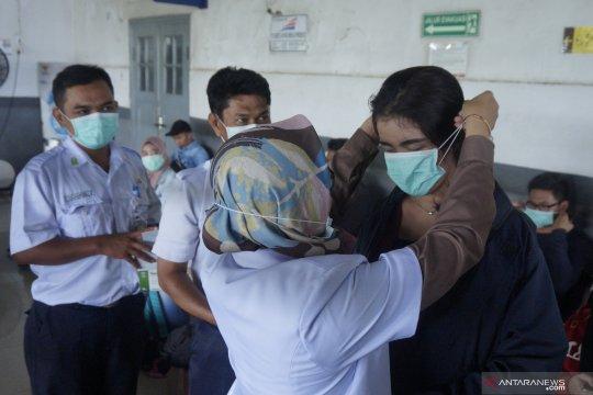 PT KAI bagi-bagi masker gratis
