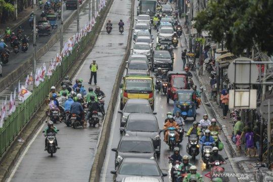 Polisi razia pelanggar jalur transjakarta