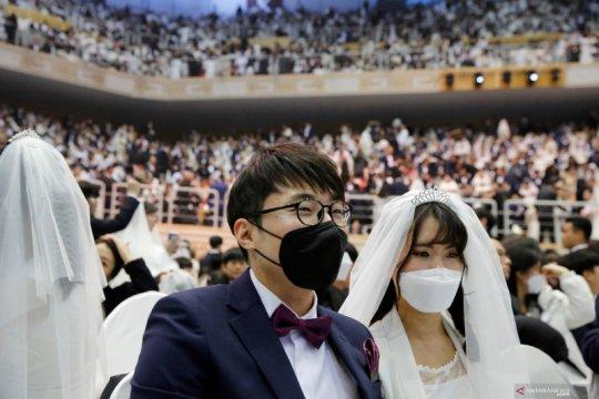 Masker hiasi nikah massal di Korsel