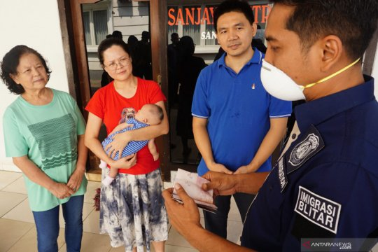 Timpora Imigrasi Blitar kunjungi sejumlah WNA, antisipasi 2019-nCov