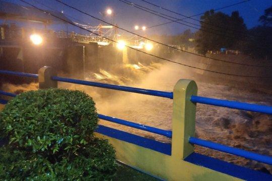 Katulampa Siaga III, BPBD Jakarta siarkan peringatan dini
