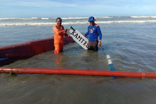 Perahu dihantam gelombang di Sarmi, satu nelayan hilang