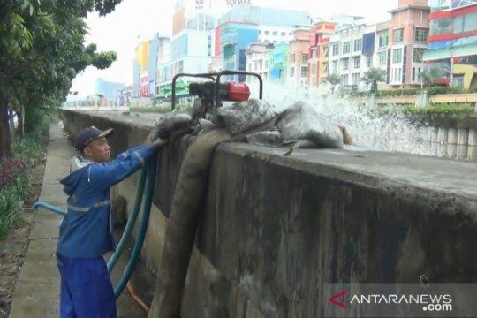 Pemprov DKI turunkan petugas dan pompa mobile antisipasi banjir