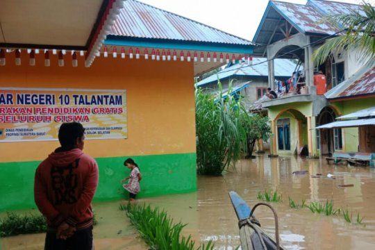 87 rumah terendam banjir di Solok Selatan