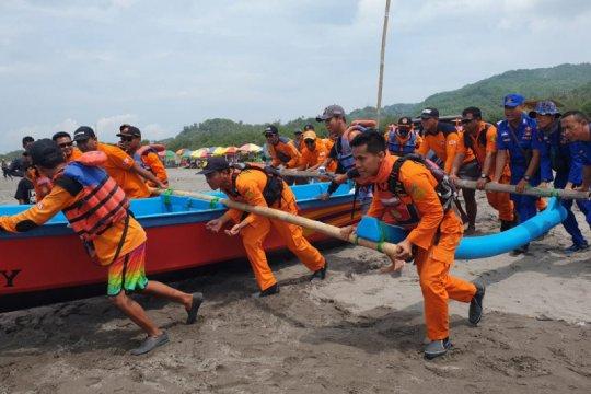 Tim SAR gabungan cari wisatawan tenggelam di Pantai Parangtritis