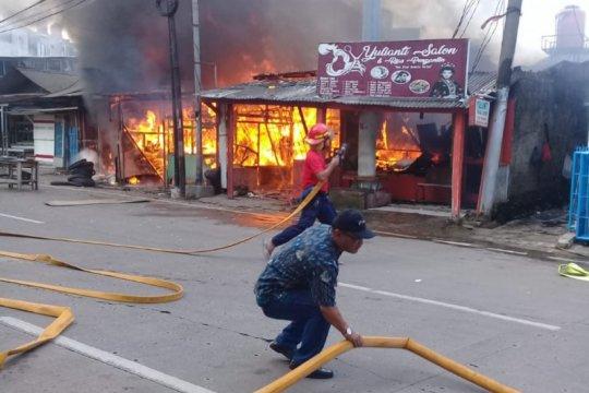 Sebuah rumah di Bambu Apus terbakar akibat arus pendek listrik
