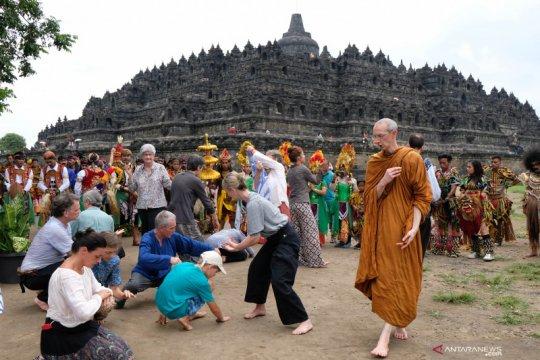 Kirab ruwat rawat Borobudur