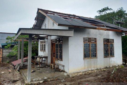 Terjangan puting beliung rusak belasan rumah di Bangka, sebut BPBD