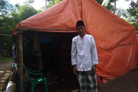 Korban banjir Lebak masih bertahan di tenda pengungsian