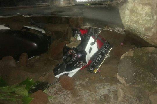 Longsor di Jalan Deplu Raya Jaksel, dua pengendara terluka