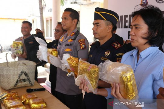 Aparat gagalkan pengiriman 14 kilogram sabu di Dumai