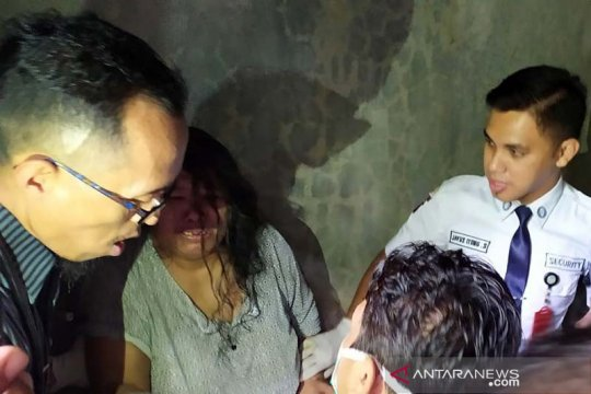Petugas medis bebaskan seorang perempuan dari pasungan di Banyumas