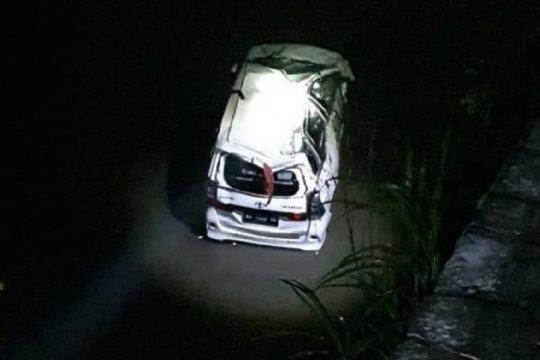 Polisi Blitar tangani mobil terjebur ke sungai satu meninggal