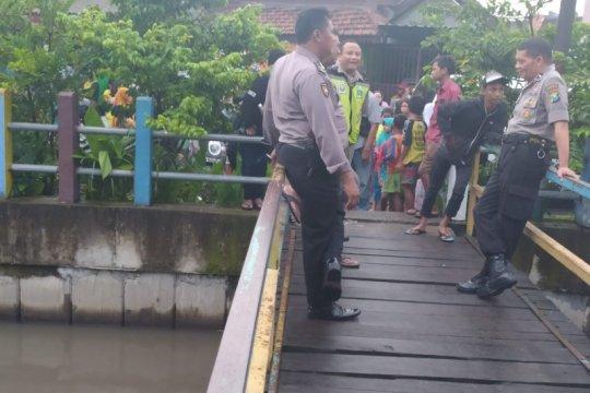 Pencarian tiga anak tenggelam di Sungai Pucang terus dilakukan