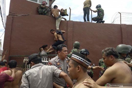 Rutan Kabanjahe Sumut terbakar, warga binaan dipindahkan