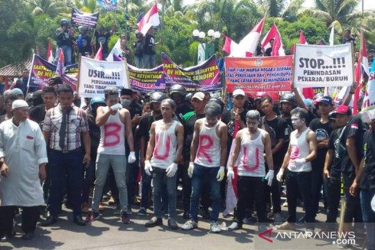 Sarbumusi Jember demo kritisi RUU Omnibus Law Cipta Lapangan Kerja