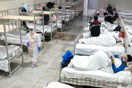 Cek fakta: Gedung tempat isolasi warga China dari virus corona dibakar, benarkah?