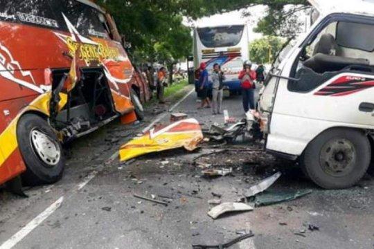 Satu orang tewas akibat kecelakaan Bus Sugeng Rahayu dan truk