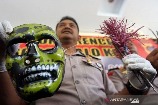 Foto - Kapolres Gorontalo Kota tunjukkan bukti panah wayer