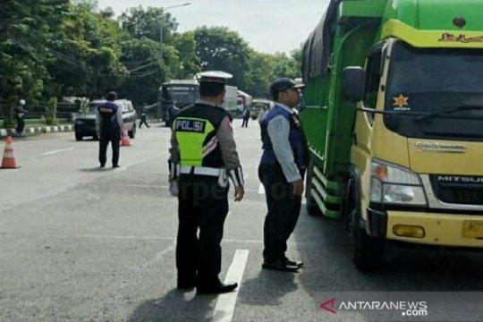Dishub periksa 125 kendaraan angkutan barang, 20 ditilang