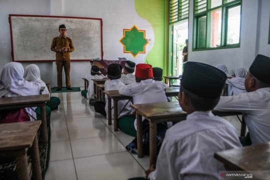 Beban administratif bikin guru tidak fokus mengajar, kata Presiden