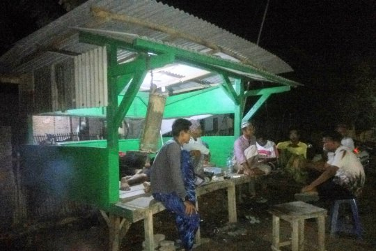 Warga Margasari Lampung Timur giatkan ronda malam