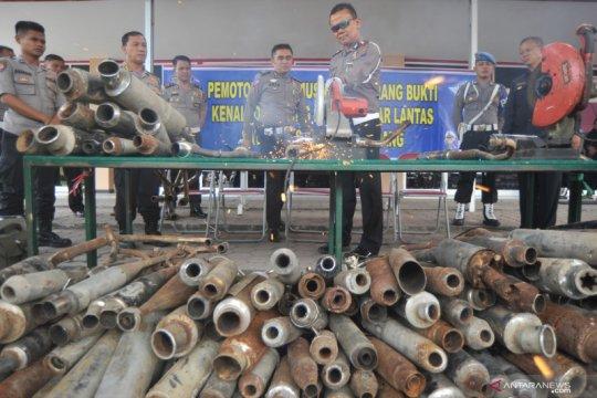 Polresta Padang musnahkan ratusan knalpot hasil aksi balap liar